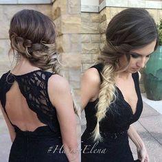 Włosy przerzucone na bok - loki lub zaplecione w warkocz to idealna opcja na wesele.