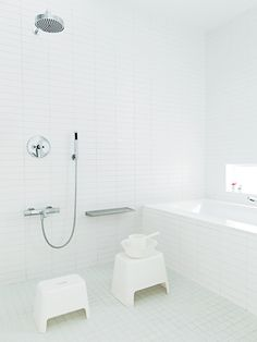 Several of us are showering, and some are showering. But there are ways to be both, like what Japan found centuries earlier when they created ofuro, or soaked. Below is an innovative idea for a Japanese bathroom design that you can apply at home. White Bathroom Tiles, Master Bathroom, Wall Tiles, Modern Bathroom, White Bathrooms, Simple Bathroom, Washroom, Bathroom Ideas, Japanese Style Bathroom