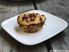 Die Zwiebelkuchen Muffins sind für einen Low Carb Snack ideal geeignet. In meiner Heimat Mittelbaden ist der Badischer Zwiebelkuchen ein gängiges Rezept.