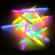 Glow çubuk ışıklar da vardı
