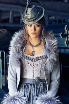 Oh so wow. Dirndl Fashion en vogue. by silk & pearls.
