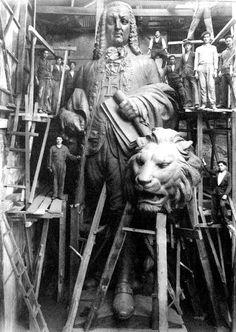 A estátua do marquês de Pombal em construção. Década de 1930