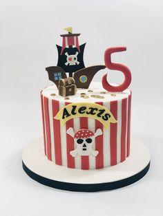 Gâteau pirate - pirate cake Superhero Birthday Cake, Themed Birthday Cakes, Themed Cakes, Lego Cake, Minecraft Cake, Luau Cakes, Party Cakes, Pirate Party Decorations, Pirate Ship Cakes