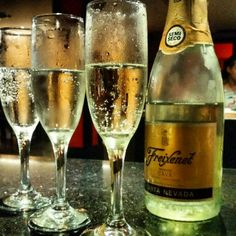 What better way to start the #weekend than with a sparkling moment? (Pic: Instagrammer @Marta Serra Pou) #Freixenet #ice #fizz #champagne #cava #bubbles #sparkles #cool #instamoments #happiness #relax #Sparklingwine #Party #cute #beautiful #happy #fun #cheers