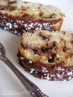 Most egy szintén liszt és cukormentes, Paleo kalácsot hozok, ezt ettük reggelire, és vacsorára 2-2 szelettel. Rendszeresen fogom sütni, mert... Sweet Desserts, Healthy Desserts, Healthy Recipes, Paleo Food, Low Carb Recipes, Diet Recipes, Cake Recipes, Sin Gluten, Salty Snacks