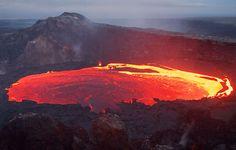 Kilauea merupakan gunung berapi aktif di Kepulauan Hawaii, dan merupakan sebuah gunung berapi perisai. Kilauea adalah danau besar lava. Kawah Kilauea bernama Pu'u'O'o.
