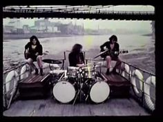Video original de 1970 filmado en el río Támesis, junto al Big Ben en Londres, Inglaterra. Song,,,,Yellow River