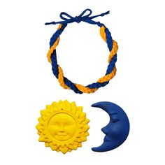 Nap és Hold ihlette fonott textil nyaklánc. Sun&Moon inspired fabric necklace. #sun #moon #fabricnecklace #necklace #textilejewelry #braided #yellow #blue #handmade #yarn #recycled #eco #nyaklánc #fonott #sárga #kék #kézzelkészült #pólófonal #újrahasznosított Hold, Symbols, Letters, Outdoor Decor, Home Decor, Fashion, Moda, Fashion Styles, Icons