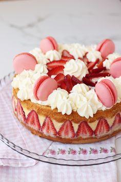 torta de frutillas con crema pastelera y chantlly, recetas de cocina, postres, merienda,