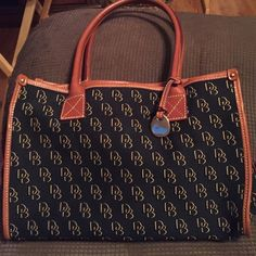 "LIKE NEW ""DOONEY & BOURKE PURSE /GREAT CONDITION AUTHENTIC BLACK AND BROWN DOONEY & BOURKE MATERIAL HOBO BAG  WITH POCKETS ON EACH SIDE AND HOOK ON INSIDE WITH BEIGE MATERIAL LINING Dooney & Bourke Bags Shoulder Bags"