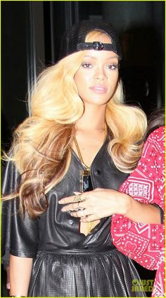 Rihanna: Short Blond Wig in New York! | rihanna juicy j asap ferg performance supporter 02 - Photo