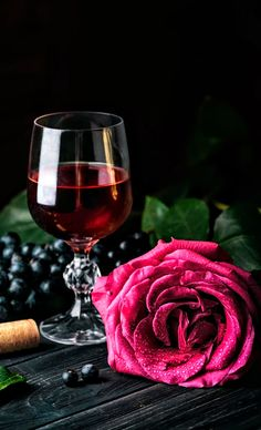 Beautiful Rose Flowers, Beautiful Gif, Wine Glass Images, Wine Recipes, Great Recipes, Red Wine, White Wine, New Year Clipart, Gold Wallpaper Background