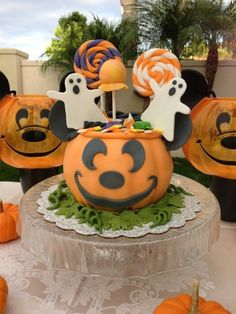 MIckey Trick-or-treat Pumpkin Cake
