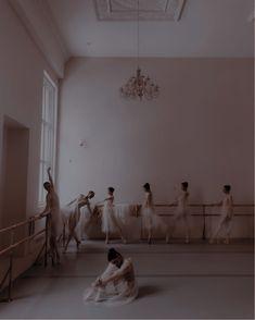 Ballet Dance Videos, Flexibility Dance, Ballet Studio, Ballet Photography, Royal Ballet, Dance Art, Aesthetic Images, Character Aesthetic, Ballerina