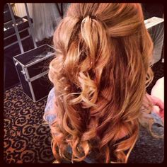 Soft curls, simple half up half down #bridesmaid #weddinghair -Lauren Cooperrider