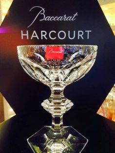 La coupe à champagne en cristal Harcourt 1841 se reconnaît à sa ligne puissante. Des côtes plates de la paraison à la ligne géométrique de la jambe taillée en biseau et au pied hexagonal.#Baccarat #Cristal #vessierecristaux #Harcourt