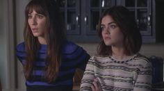 Le pull Maje rayé de Aria Montgomery (Lucy Hale) dans Pretty Little Liars