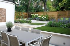 Hampstead, London Small Garden - Peter Reader Landscapes  Artificial turf makes for a hardwearing and low maintenance lawn.
