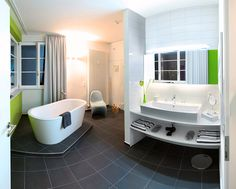 Tower - Suite Badezimmer Bathtub, Tower, Bathroom, Classic, Stuttgart, Hotel Bedrooms, Full Bath, Bathing, Standing Bath