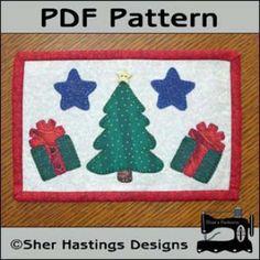 Christmas Tree Mug Rug - Christmas Mini Quilt | YouCanMakeThis.com