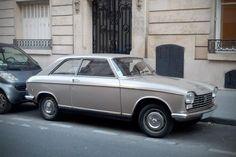 Pour ce lundi, une jolie Peugeot 204 coupé