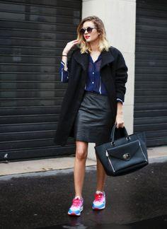 Surprise! Sorprende con looks atrevidos en los que tus prendas sofisticadas se mezclan con zapatillas deportivas.  Más looks en Adenorah