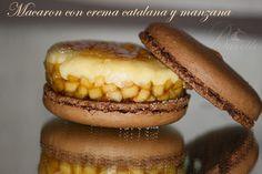 Macarons de cacao con crema catalana y manzanas carmelizadas Chocolate Dome, Macaroon Recipes, Poke Cakes, Recipe For 4, Mini Desserts, Pavlova, Hot Dog Buns, Cheesecake, Baking