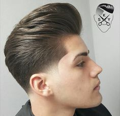 Stil und Mode Trendfrisuren Chad, akkurater Mittelscheitel oder This particular language Cut Cease to Barber Haircuts, Haircuts For Men, Great Hairstyles, Hairstyles Haircuts, Hair And Beard Styles, Short Hair Styles, Modern Pompadour, Gents Hair Style, Barbers Cut