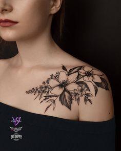 Sexy And Charming Shoulder Tattoo Designs For Women tatoo feminina, tatoo feminina delicada, tatoo f Front Shoulder Tattoos, Shoulder Tattoos For Women, Flower Tattoo Shoulder, Floral Shoulder Tattoos, Unique Tattoos, Beautiful Tattoos, Pretty Tattoos, Tattoo Sleeve Designs, Tattoo Designs For Women
