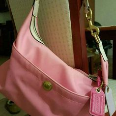 COACH Pink Coach shoulder bag in great condition Coach Bags Shoulder Bags