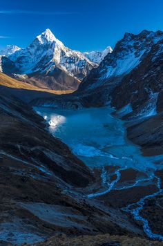 Ama Dablam Nepal / (Southeast Asia) / Wonderful Places In The World — with Ullas Ullas. Places To Travel, Places To See, Wonderful Places, Beautiful Places, Monte Everest, Everest Base Camp Trek, Mount Everest Base Camp, All Nature, Amazing Nature