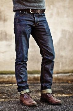 Here is a pair of Raleigh Denim. They were worn 3 months, no wash. Original Thin Fit in Raw. Raleigh Denim appreciates the no-wash policy for developing your personalized worn jeans. Gq Style, Looks Style, Mode Style, Curvy Style, Rugged Style, Sharp Dressed Man, Well Dressed Men, Raleigh Denim, Style Brut