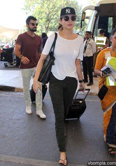 Awww! Anushka Sharma and Virat Kohli spotted together. via Voompla.com