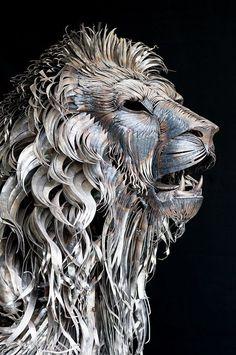 Easy Clay Sculptures : Aslan A Massive Lion Sculpture Handmade from 4000 Metal Scraps
