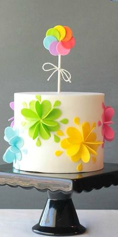 Cake decorating isn't quite as hard as it looks. Listed below are a couple of straightforward suggestions and tips to get your cake decorating job a win Cute Cakes, Pretty Cakes, Beautiful Cakes, Buttercream Cake, Fondant Cakes, Cupcake Cakes, Baby Cakes, Birthday Cake With Flowers, Birthday Cakes
