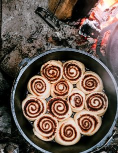 Dutch Oven Cinnamon Rolls with Orange Almond Icing Recipe - Sunset Magazine Camping Desserts, Camping Meals, Camping Recipes, Camping Hacks, Backpacking Recipes, Camping Dishes, Camping Cooking, Truck Camping, Outdoor Cooking
