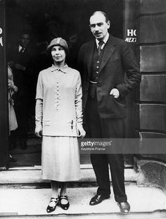 In the economist John Maynard KEYNES married the Russian dancer Miss LOPOKOVA. He was the theoretician of the New Deal program put into action by President Marlene Dietrich, Maynard Keynes, Bloomsbury Group, Dorothy Parker, Alain Delon, Divorce, Marriage, 1920s, Presidents
