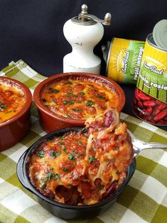 Fasole rosie cu cascaval la cuptor Sweet Recipes, Healthy Recipes, Romanian Food, Tasty, Yummy Food, Cheeseburger Chowder, Veggies, Food And Drink, Meals
