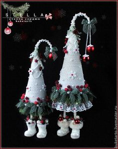 white and grey palette hanging Christmas decorations, sewing crafty Christmas ideas Cone Christmas Trees, Christmas Makes, Xmas Ornaments, Christmas Art, Christmas Projects, Christmas Holidays, Mery Crismas, Natal Diy, Christmas Arrangements