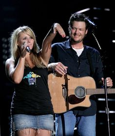 Love blake's look in this photo - blake shelton miranda lambert. Miranda Lambert Wedding, Blake Shelton Miranda Lambert, Blake Shelton Gwen Stefani, Blake Shelton And Gwen, Miranda Blake, Country Boys, Country Couples, Tattoos Skull, Country Music Singers