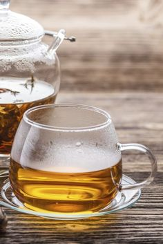When you drink tea, what effects do you notice? What does tea help you accomplish? Find out How tea may help the brain Tea Benefits, Health Benefits, Boost Metabolism, Drinking Tea, Brain, Mugs, Drinks, The Brain, Drinking