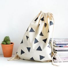 master fabric printing with this simple stamping tutorial- great for totes, cushions or napkins!