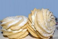 Melting Moments recipe by Fuchsia posted on 21 Jan 2017 . Recipe has a rating of by 13 members and the recipe belongs in the Biscuits & Pastries recipes category Butter Biscuits Recipe, Butter Cookies Recipe, Biscuit Recipe, Yummy Cookies, Eid Biscuits, Ginger Cookies, Pastry Recipes, Baking Recipes, Cookie Recipes