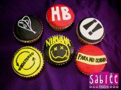 Personaliza tus cupcakes con tus bandas preferidas.
