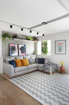 Cozy Apartment Decor, Apartment Balcony Decorating, Living Room Tv, Small Living Rooms, Interior Decorating Styles, Interior Design, Sala Grande, Urban Decor, Home Theater Seating