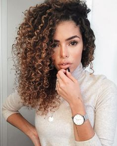 * 9 Best Fall Hair Trends That Will Inspire Your Next Look Dyed Curly Hair, Colored Curly Hair, Curly Hair Tips, Long Curly Hair, Curly Hair Styles, Natural Hair Styles, Curly Hair Colours, Hair Color, Highlights Curly Hair