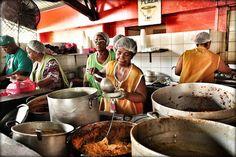 Heerlijk lokaal een lunch gebruiken bij de Plasa Bieu @ Punda, Curacao