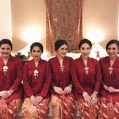 Ladies in red. Regram from @pradhivi . #kebayainspiration #kebaya #Indonesia