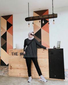 New fstylish and fashionable hijab fashion for teensolder 31 Hijab Fashion Summer, Modern Hijab Fashion, Street Hijab Fashion, Hijab Fashion Inspiration, Muslim Fashion, Look Fashion, Simple Hijab, Casual Hijab Outfit, Ootd Hijab