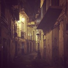 #r Quiet.. . #night #lovely #charm #blending #vibes #color #love  #architecturelovers #bestmoments #goodlife #nightlife #details #dream #allure #makelove #loveiseverywhere #mood #sicily #streetphotography